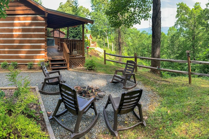 Karolina Cabin: Hot Tub & Amazing Smoky Mtn Views!