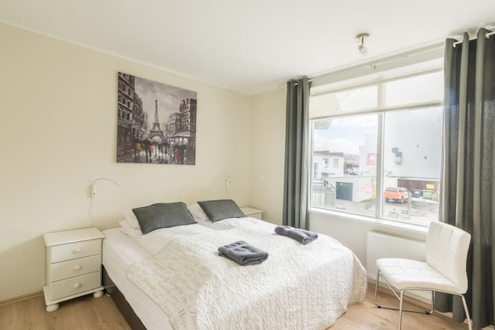 Bright and modern 2 bedroom apartment in downtown Akureyri - Town Square Apartments