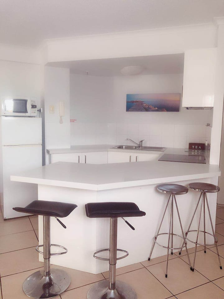 Beachfront Apartment Free parking & WIFI (U9)