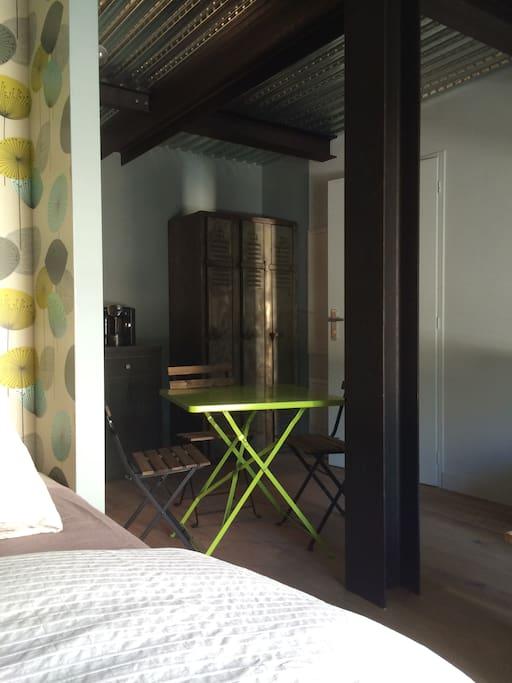 nid douillet plein de charme deux pas du centre. Black Bedroom Furniture Sets. Home Design Ideas