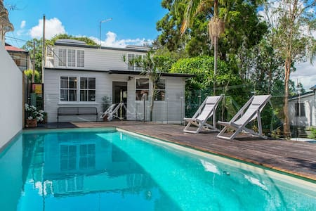 Toowong 3 bed Qld. cottage with 9m pool. - Toowong - Dům