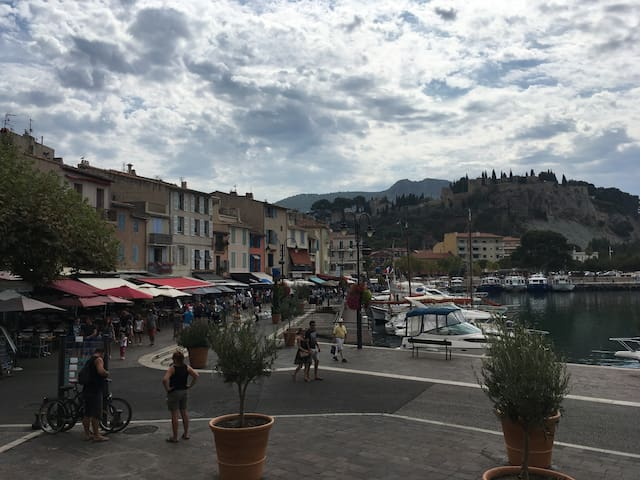Studio au centre du village de cassis près du port