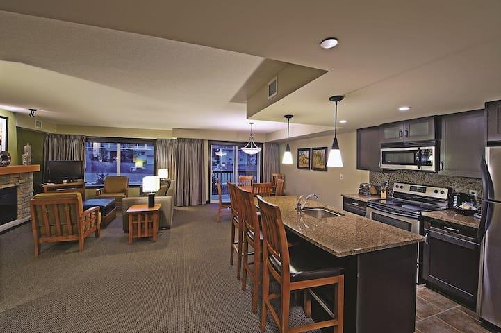 Clique Hotels & Resorts 2 Bedroom King / Queen Exec Condo #2