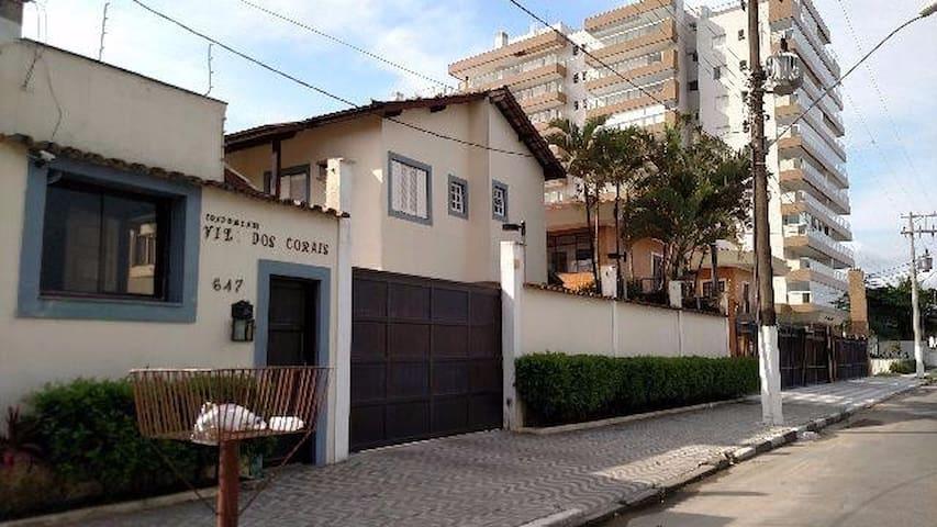 Ótima Casa frente para a praia - Vila Clais - Huis