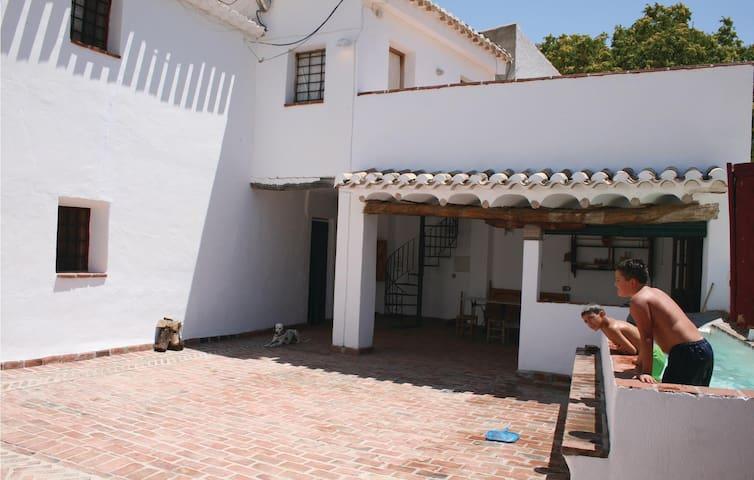 Holiday cottage with 4 bedrooms on 90 m² in La Teja Cortes de Baza