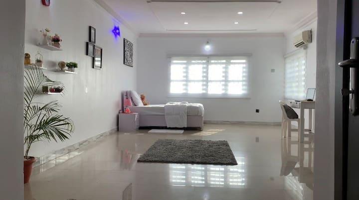 Mira's Studio Apartment Cozy, nice decor & quiet