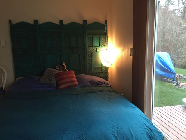 Master bedroom close to Olympia downtown