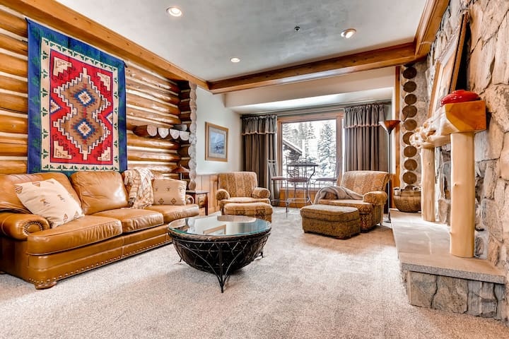 Luxury, Location, and Lots of Amenities in this Incredible Home with Hot Tub - Chalet Day Johns