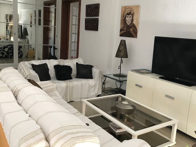 Bright apartment with 3 bedrooms next to the sea
