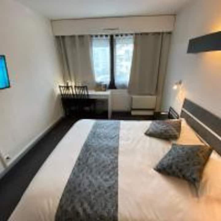 SAVOIE HOTEL    * * *    AUX PORTES DE GENÈVE