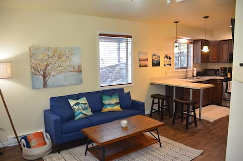Walkable Ouray Condo w/ office, fireplace & grill!