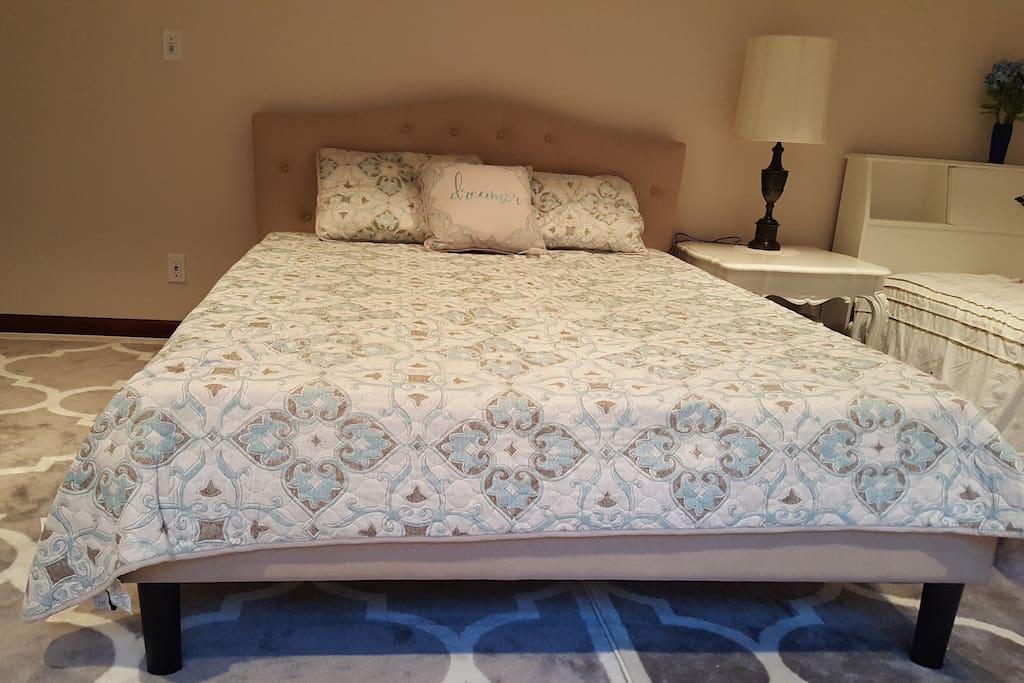 Bed1 (Queen)