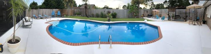 Beautiful Navarre Florida! Clean large pool home!