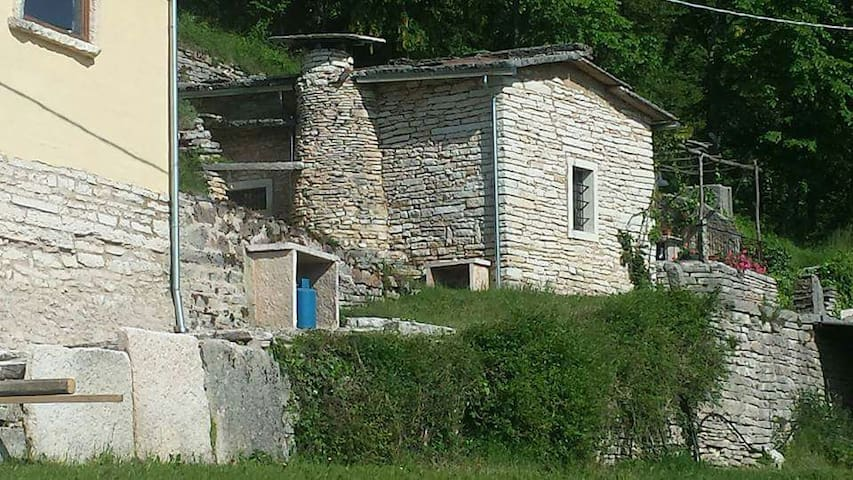 MALGHETTA IN LESSINIA - Province of Verona - Kulübe