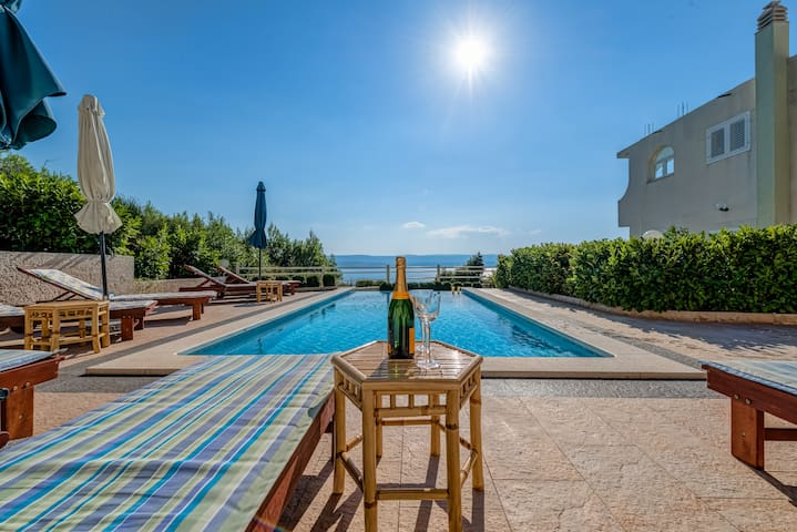 Apartment A3 With Swimming Pool And Sea View