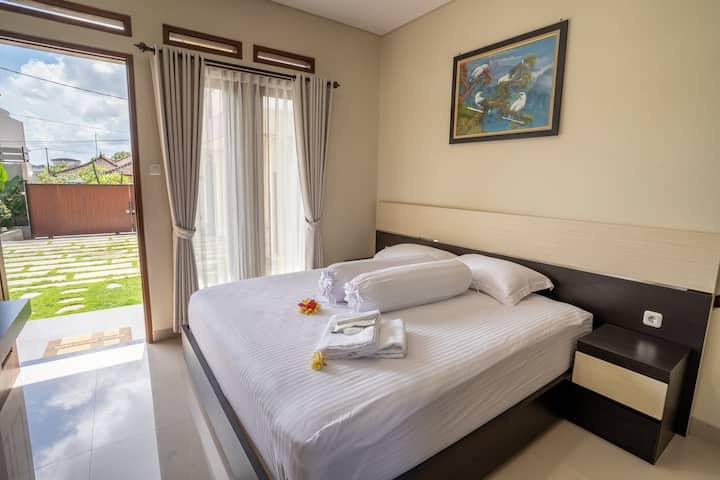 Guesthouse Near Canggu - Siana Guesthouse
