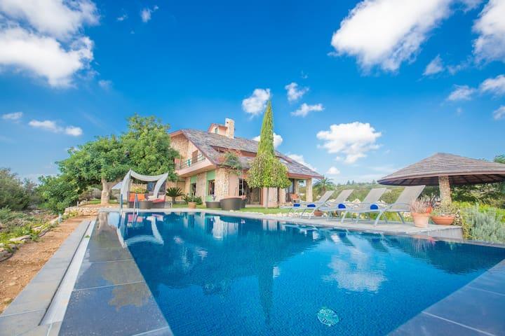 Villa Othello, Exquisite 4BDR Ayia Napa Villa