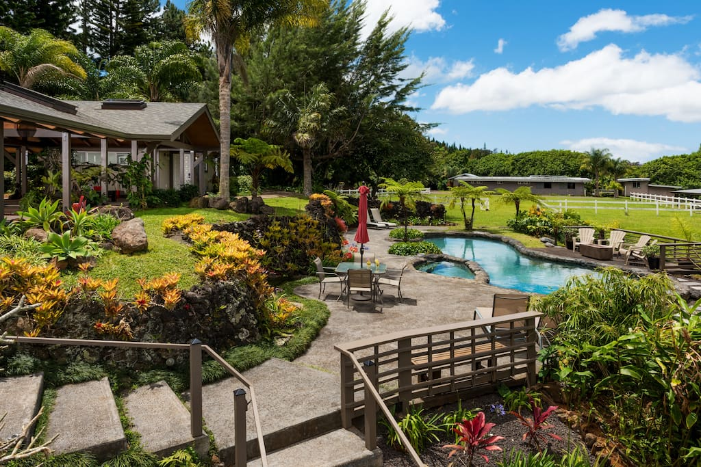 Pool and Jacuzzi with a lava lanai