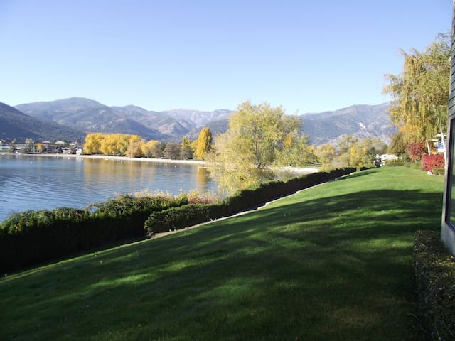 Lake Chelan 3 Bedroom Condo with a View