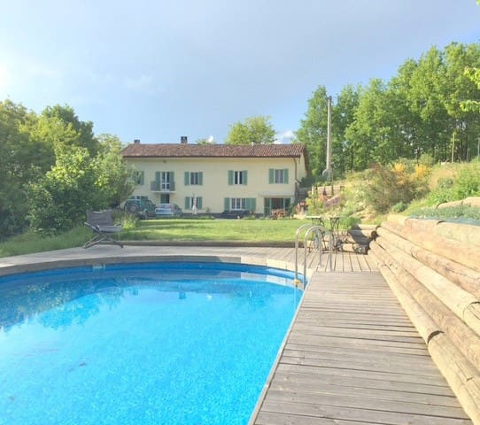 Charming farmhouse hideaway with pool near Asti - Belveglio - Dom