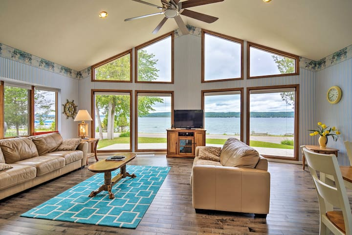 Lake Charlevoix Home w/Hot Tub, 2Mi to Boyne!