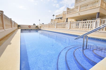 Bonito apartamento con grandes vistas sobre el mar