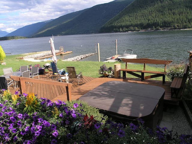4 Bedroom Lakefront Home in Nelson - Nelson - Hus