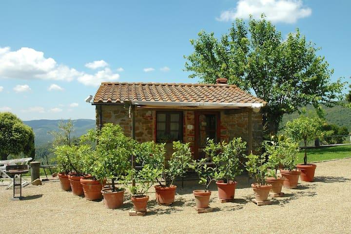 Autentico cottage con piscina a Civitella