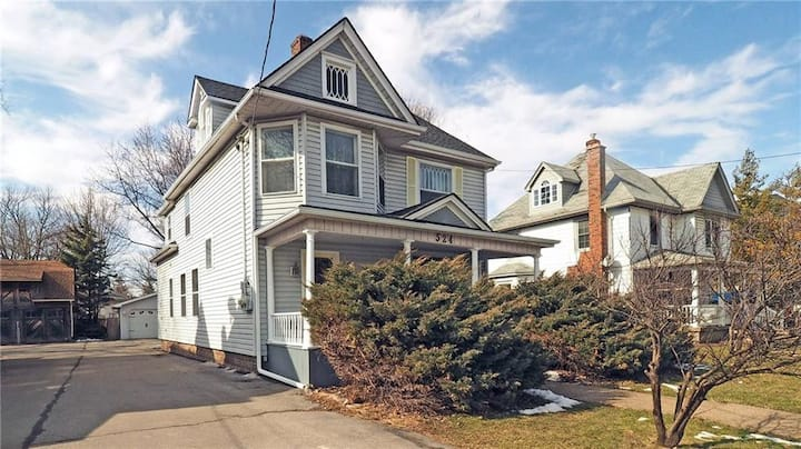 Newly renovated, cozy West side character home