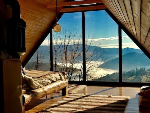 La noi la munte. Home with a view.