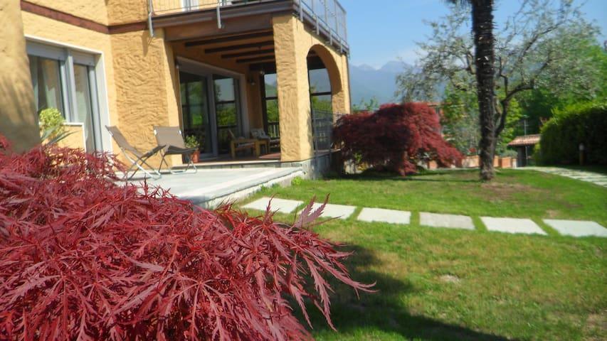 Lake view apartment close to Lake Garda