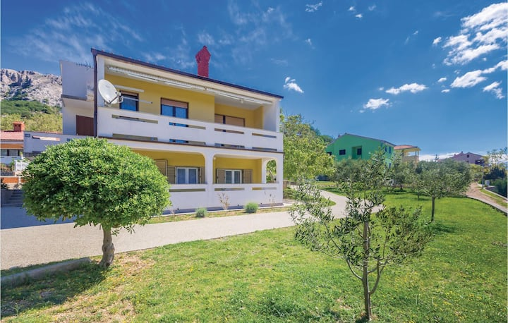 Beautiful home in Jurandvor with WiFi and 2 Bedrooms
