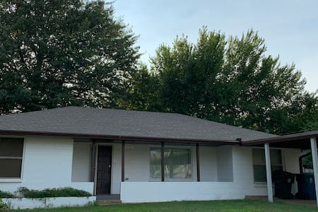 Country style home on 1 acre Close to downtown OKC