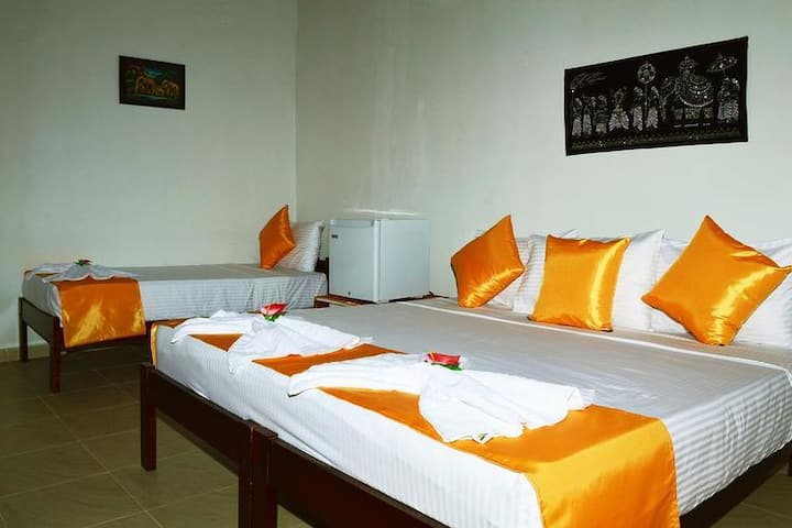 Villa Lorenta Anuradhapura -Standard Triple Room