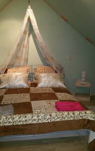 Attic room with doublebed available - Talo