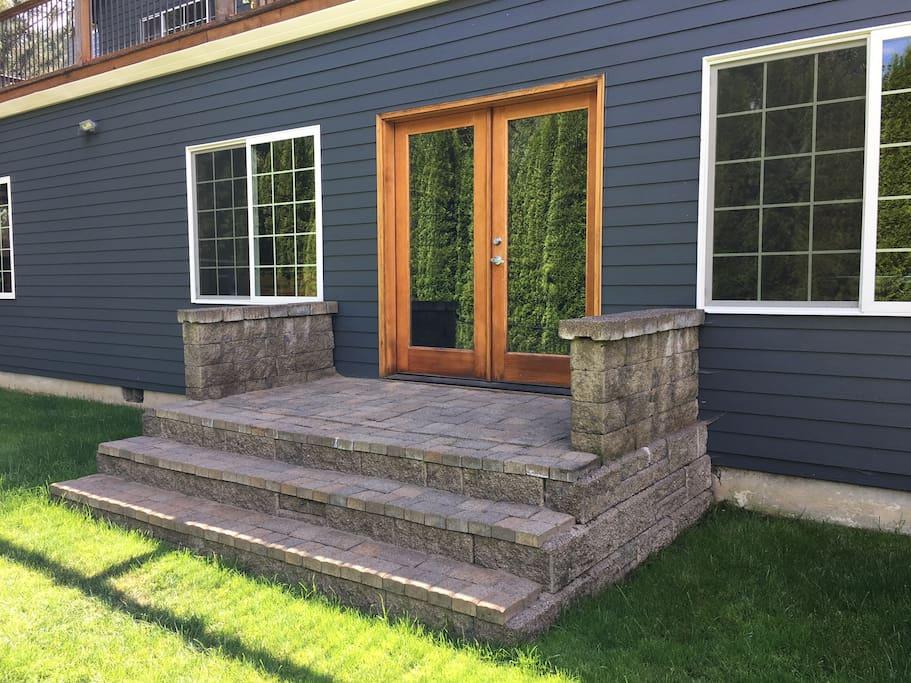 Private Entrance & Porch