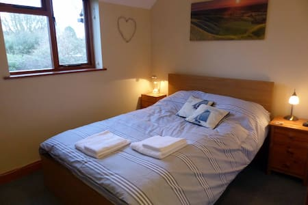 Comfortable Double room in village of Uffington - Uffington - House