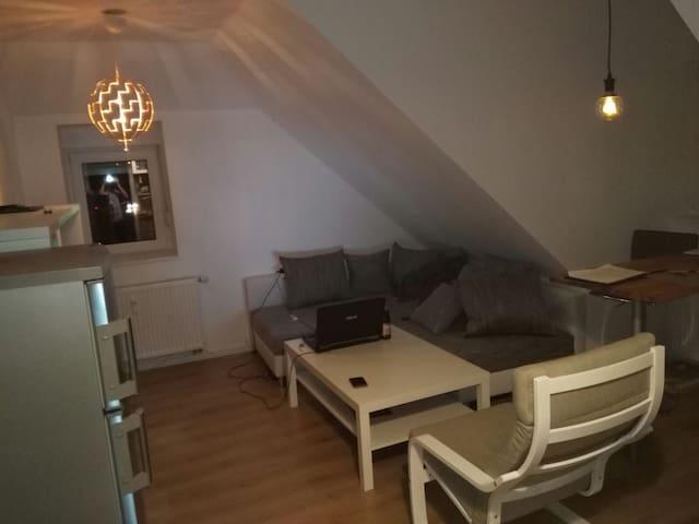 Schöne kleine zentrale Wohnung fürs Wochenende - Cham - Ortak mülk