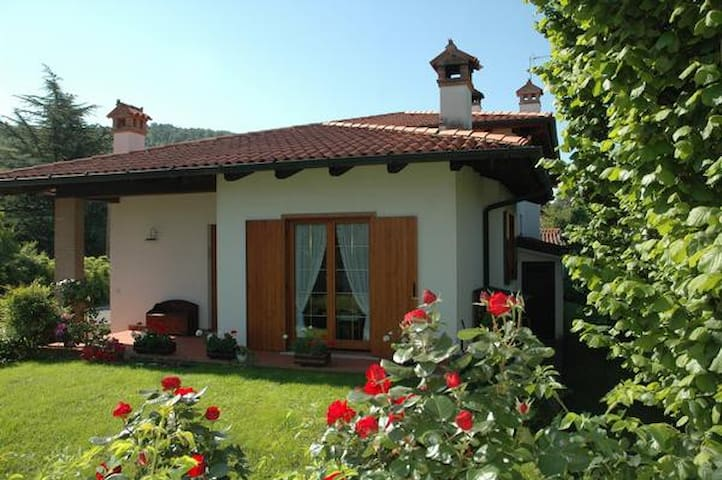 "B&B  ""Al Vecchio Glicine"" - Gabria Superiore - Bed & Breakfast"