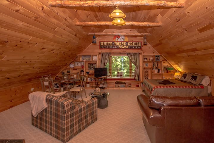 Miranda's Hideaway, your cabin in the woods!