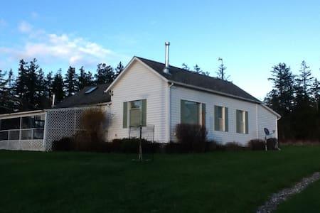 The Farmhouse at Valentine Ridge - Mount Vernon