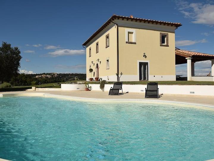 Villa con piscina in Maremma tra mare e lago