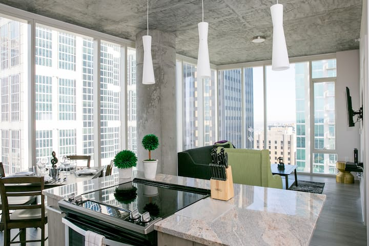 Exceptional Two Bedroom Balcony at 505