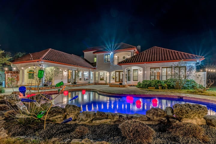 ★Hill Country Mansion l 20 Acre l Pool l Spa ★