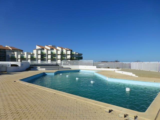 T2 avec WIFI, jardin, piscine, pkg en front de mer
