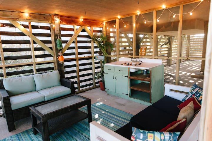 ⛱5min to Beach⛱Kid-Friendly, Deck, Full Kitchen