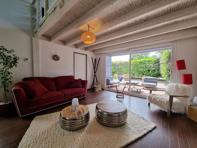 Pleasant living room, giving access to the terrace
