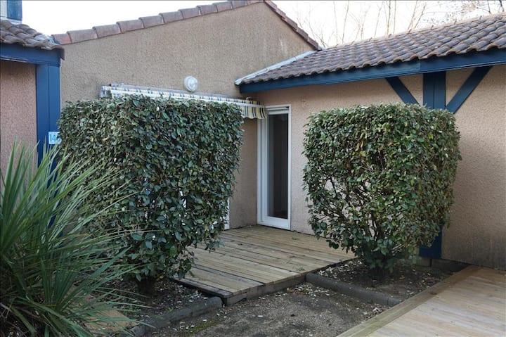 Sun Hols Villas du Lac 140 - Quality 1 Bed Villa in Family Friendly Resort South West France Coast