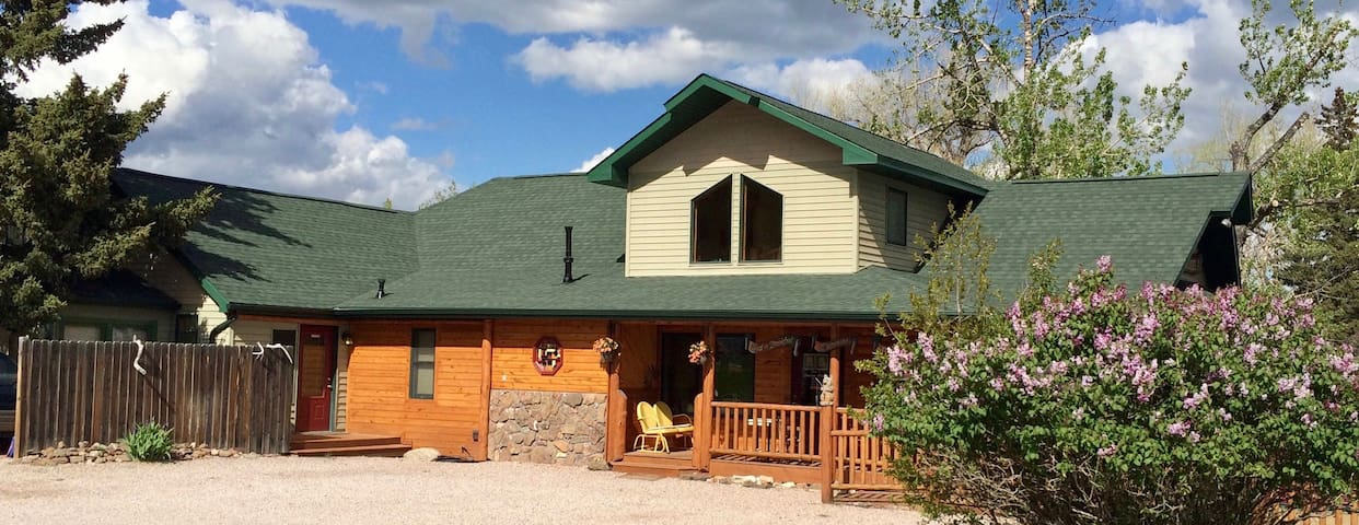 Woodsy Suite in Hill City, Black Hills