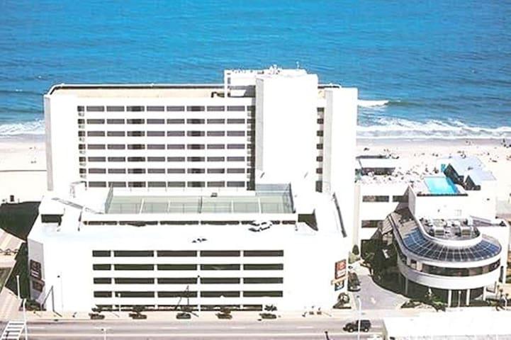 Aug 8-15 Direct Beachfront-Boardwalk Facing Ocean